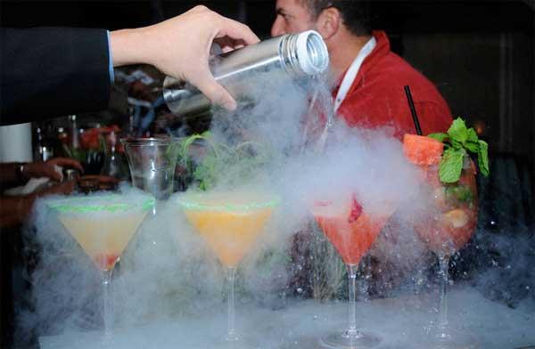 Liquid nitrogen cocktails dangerous bartending news flash for Liquid ice mixed drinks