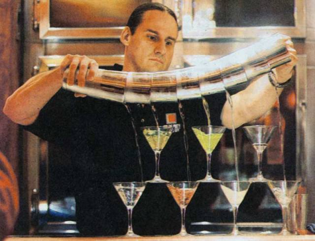 should_bartenders_drink_cocktails